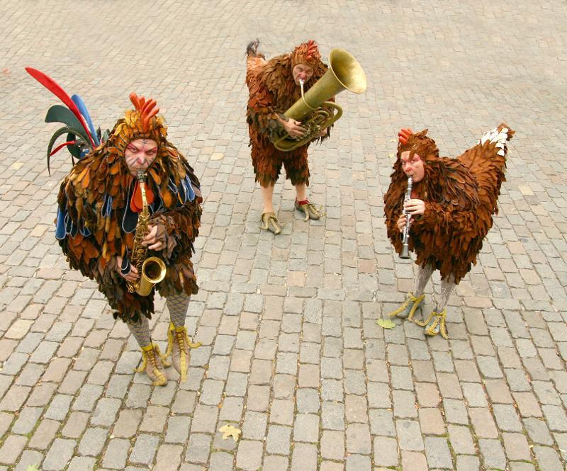 Musikalische Hühner, die auf dem Kulturowchenende 2019 aufgetreten sind.